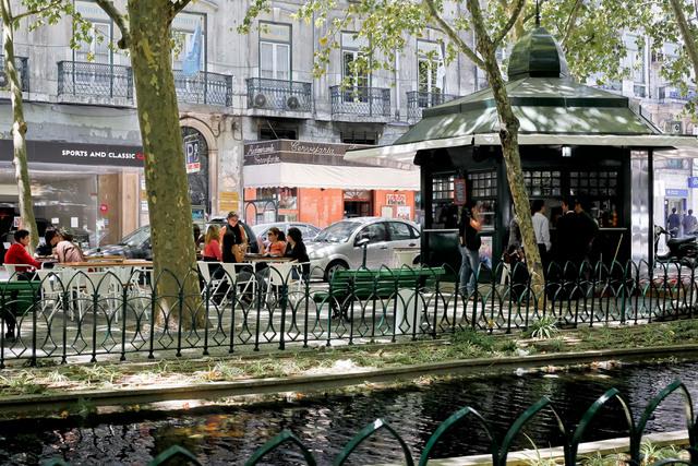 Авенида Да Либердаде в Лиссабоне - тоже своего рода достопримечательность