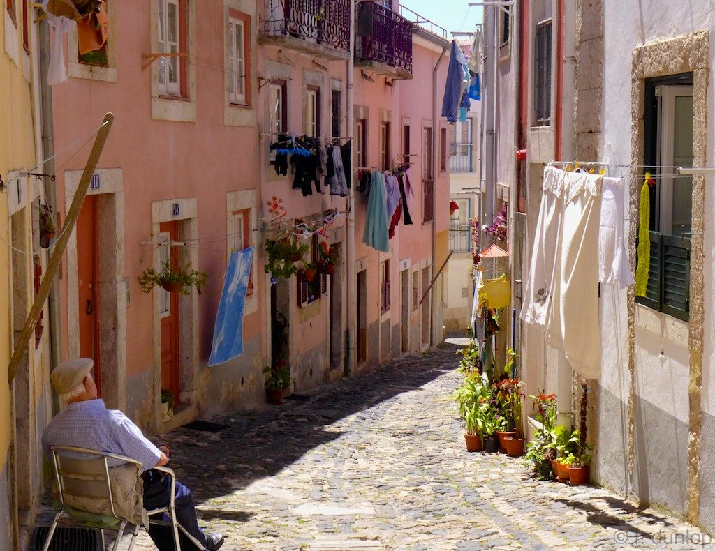 Лиссабон и его главная достопримечательность - жилой район Алфамаа