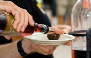 Вишнёвый ликёр в шоколадном стаканчике пробуем в Обидуше