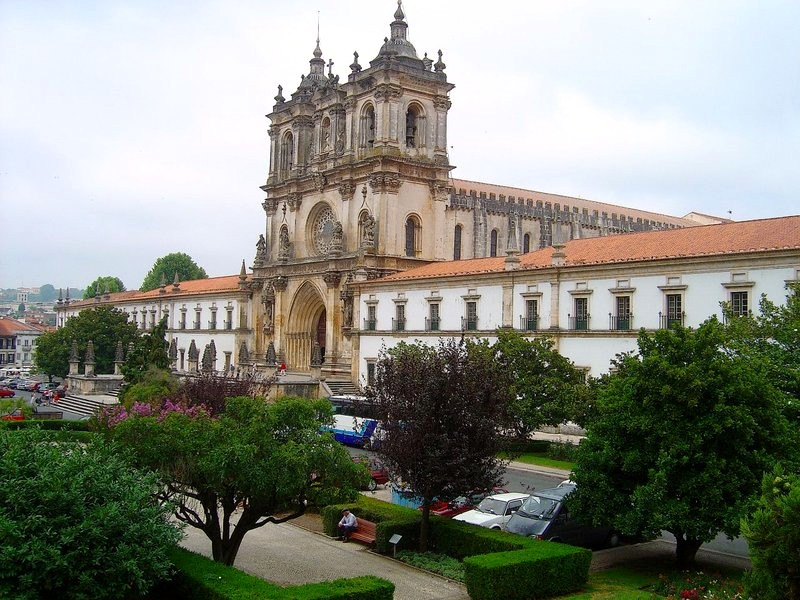 Фасад Монастыря в Алкубасе, Португалия