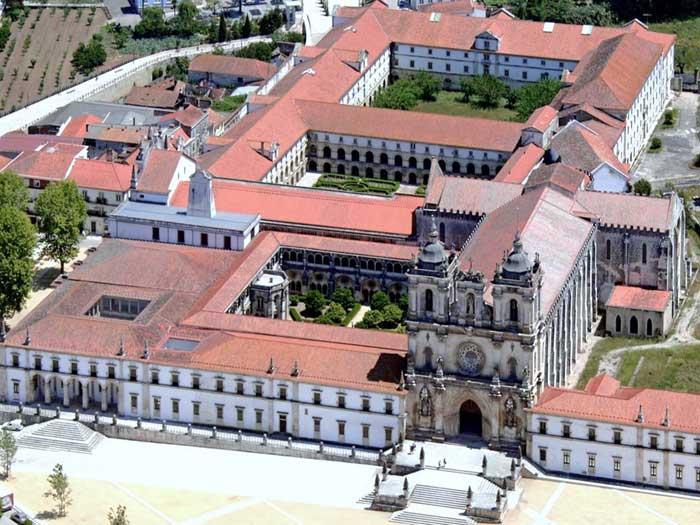 Экскурсии в Монастырь Санта Мария де Алкубаса в Португалии