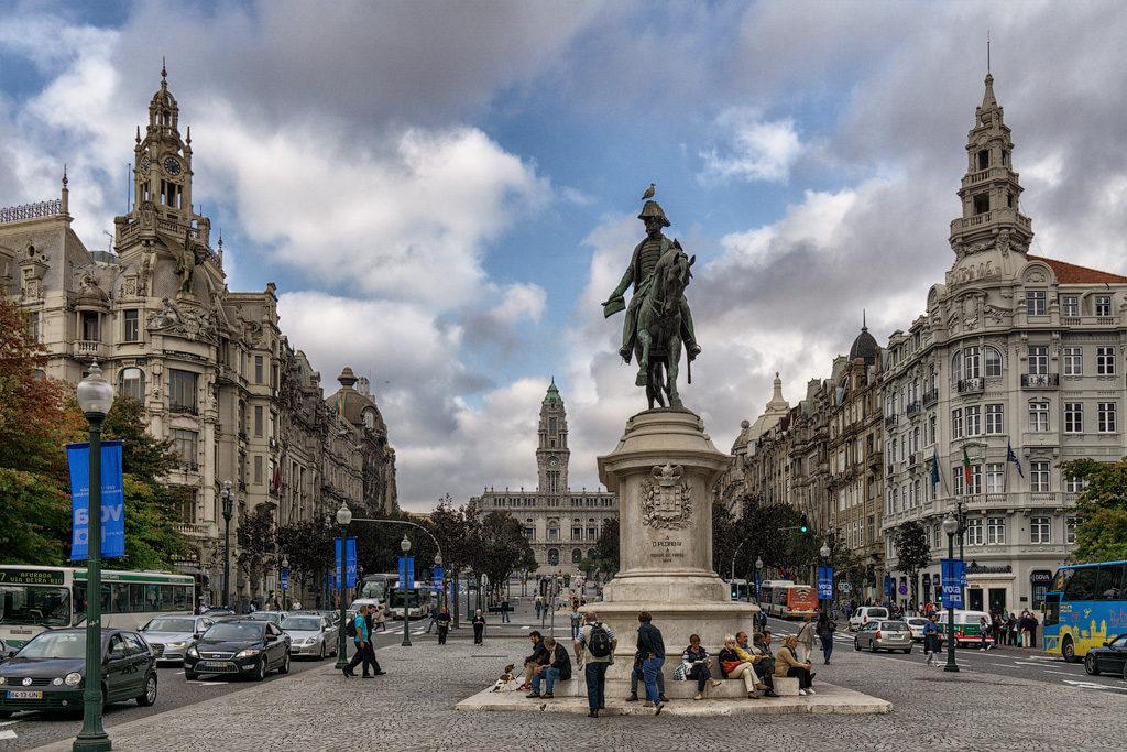 Португалия, Площадь Свободы и памятник Педру, королю Португалии и Бразилии