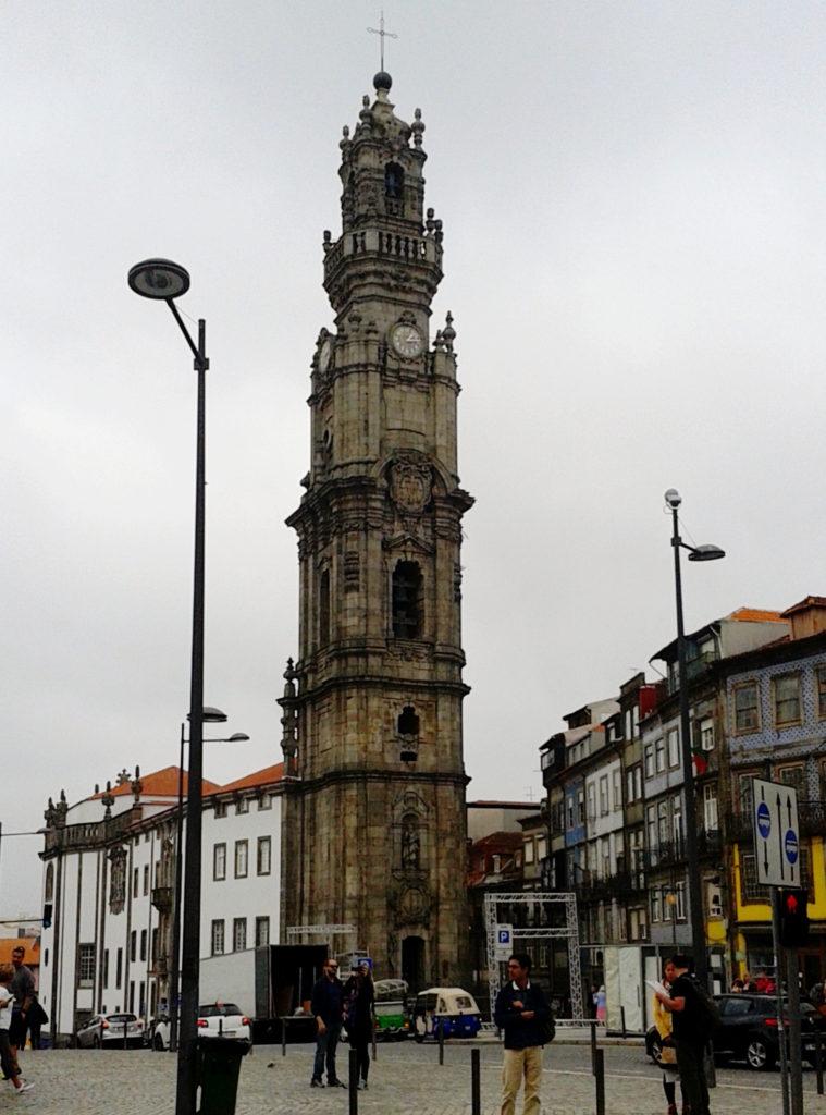 Португалия, Башня и церковь Клеригуш в городе Порту