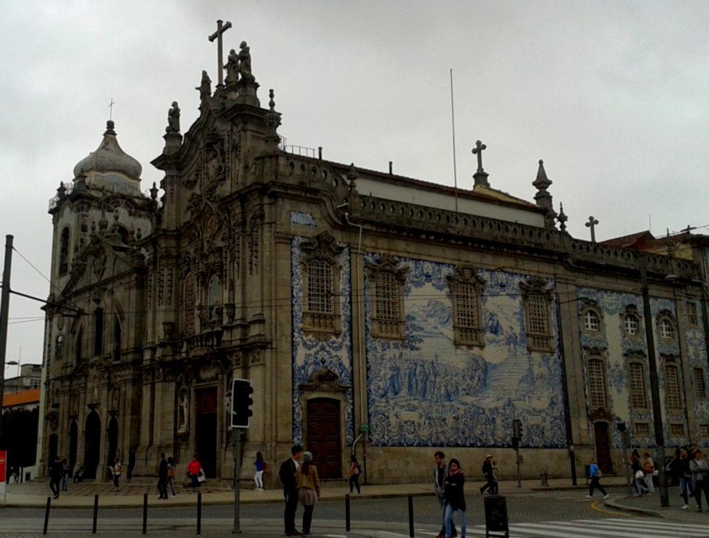 Португалия, церковь Карму и храм Кармелиток в городе Порту