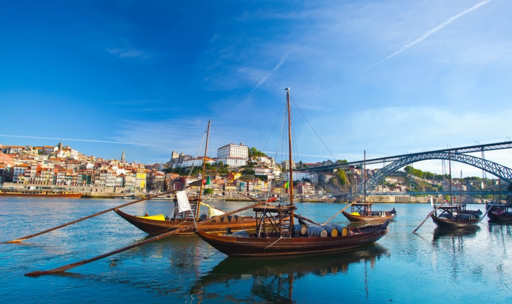 Португалия, кораблики Рабелуш в Порту