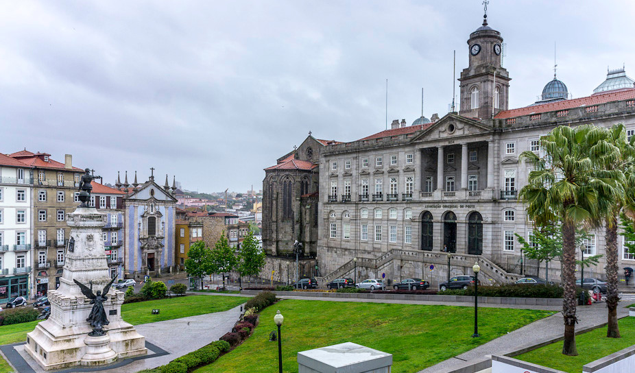 Португалия, здание Биржи в Порту