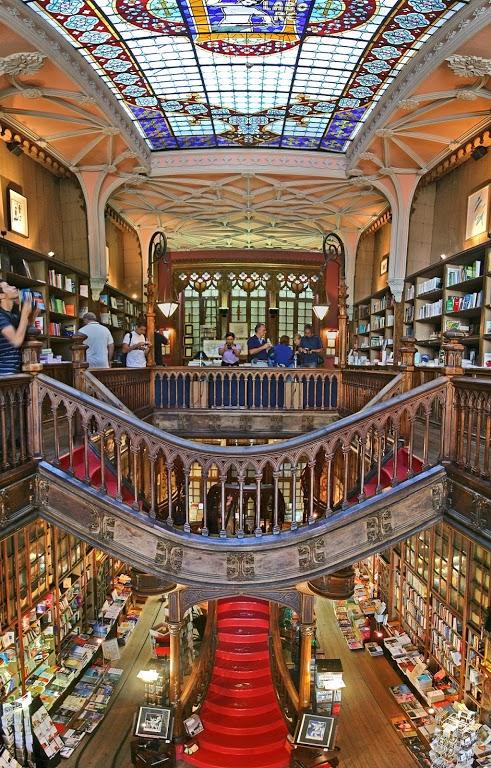 Португалия, книжный магазин Леллу в городе Порту
