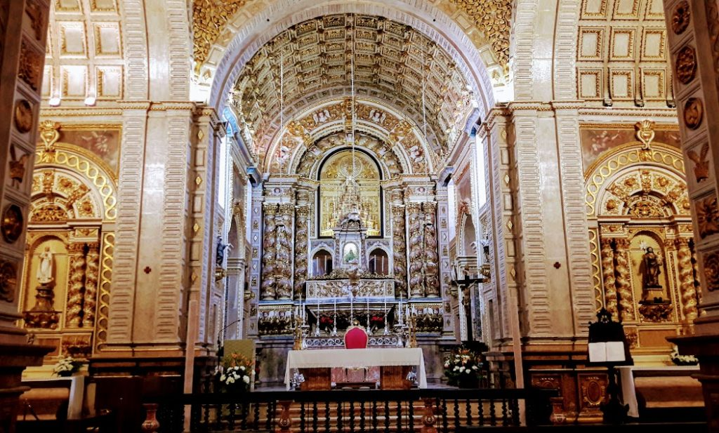 """Церковь """"Носса Сеньора да Назаре"""" в Португалии"""