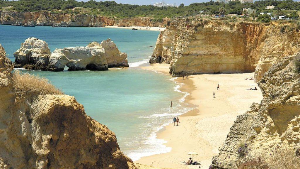 Город Портимао. Отели и пляжи.