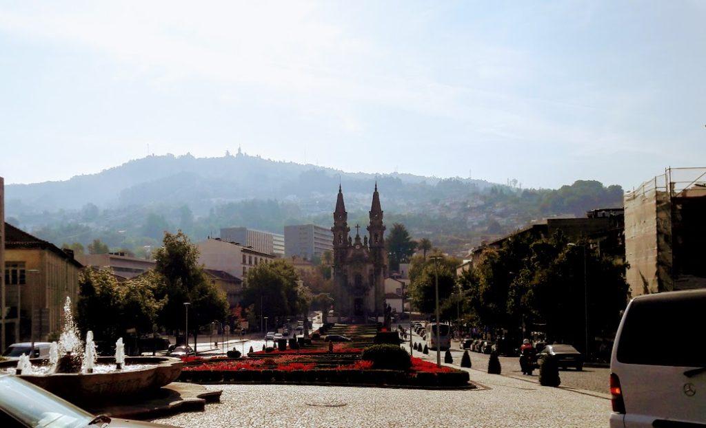 Экскурсии по Португалии, на севере, в городе Гимарайнш