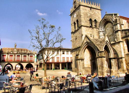 Экскурсии по Португалии, на севере страны, в городе Гимарайнш