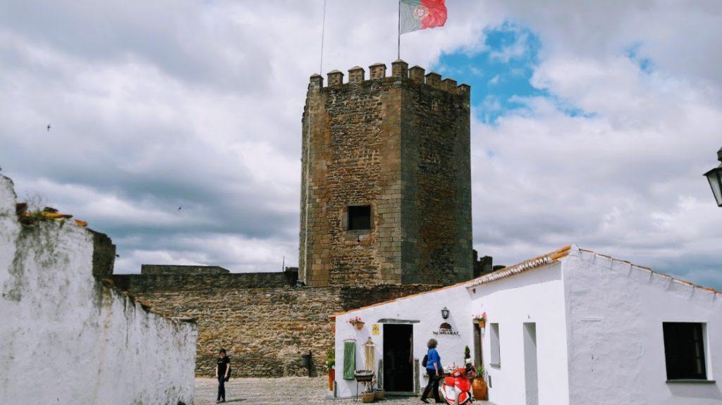 Монсараш. Крепость в Португалии и деревня