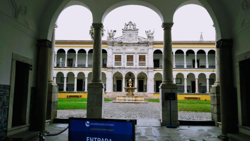 Экскурсии в Португалии, город Эвора и крепость Монсараш